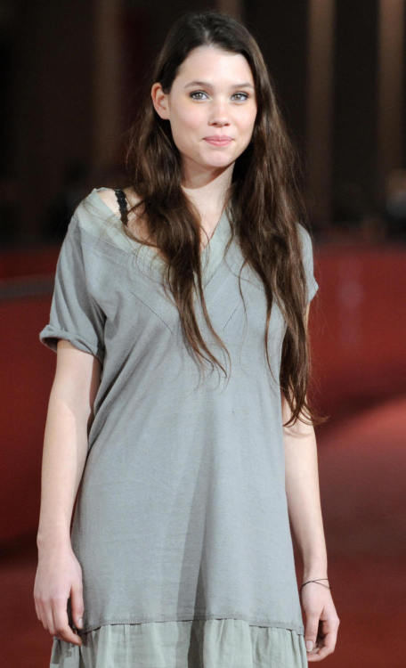 "Astrid Berges-Frisbey - Syrena from ""Pirates of the Caribbean: On Stranger Tides"". По-моему, очаровательная девушка."