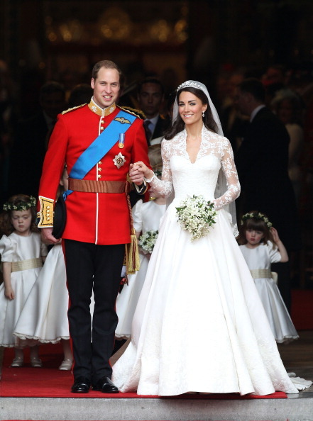 فستان زفاف الاميرة كاثرين اليزابيت زوجة الامير وليام تفاصيل الفستان فستان الاميرة كاثرين اليزابيت تصميم ساره