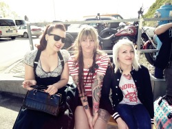 with helena and nadine @ Wildstyle Tattoo Messe. just chillin outside having a smoke :> i look like an idiot but I don't give a shit ;)