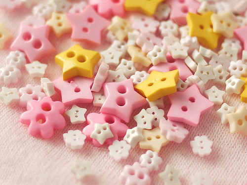 smallandcolorful:  Star Buttons (via flickr)