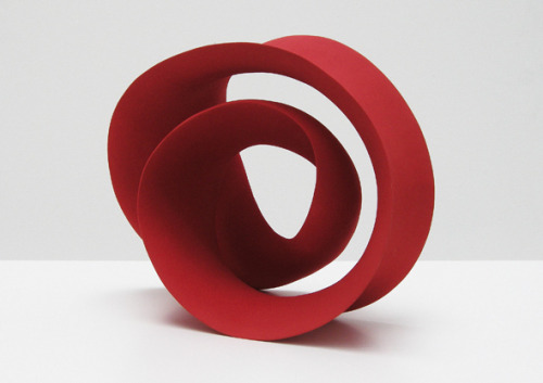 Merete Rasmussen: Twisted Red Loop