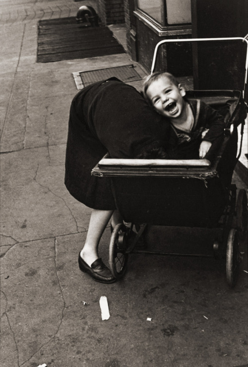 Helen Levitt NY, 1942 Thanks to melisaki