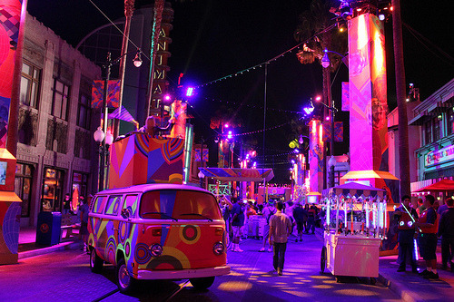 madteacups:  Glow Fest takes over at Hollywood Pictures Backlot (by Disney Dan)  If you have a chance to go to this, you must! It is so much fun!