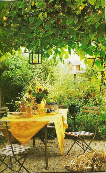 whimsicalraindropcottage:  (via outdoor dining)