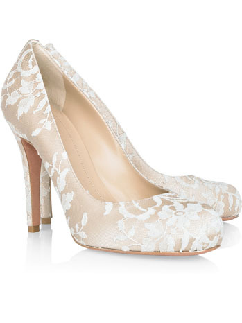 "Cathrene Middleton's Wedding Shoes The elegant wedding shoes that Middleton wore for her walk down the  aisle at Westminster Abbey were made with ""ivory duchesse satin with  lace hand-embroidered by the Royal School of Needlework,"" according to  the Royal Web site.____I really wanted to see them. Finally :P"