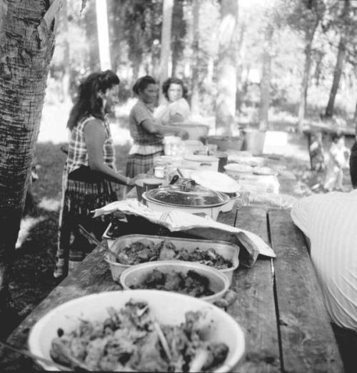 coolchicksfromhistory:  Seminole Indian Thanksgiving Meal, 1950s