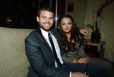 venders:  Daniel Gillies with wife Rachael Leigh Cook *__*  I feel really behind the times but am I the only one that just discovered that Daniel and Rachael are married?!?!?! Aww, very sweet though!