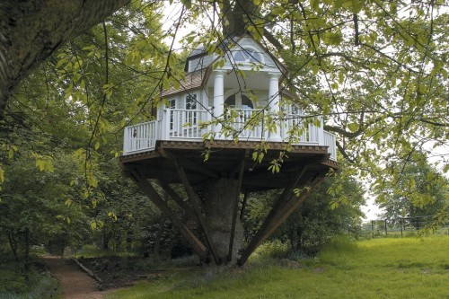 youmaycallmemissdavies:  One day I will have my very own tree-house, just like this.