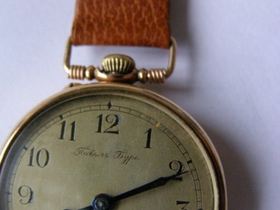 lostsplendor:    Imperial Russian Gold Watch. Awarded to a Naval Captain for 15yrs of service by Tsar Nicholas II. If anyone wants to get this for me as a nearly-year-in-advance birthday present, that'd be pretty awesome. Ebay, you make me sad sometimes. Click Image for More Info