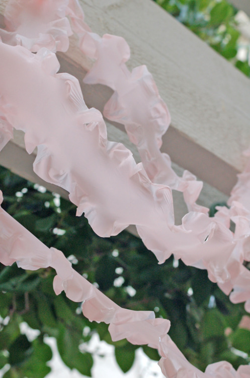 PERFECT for our baby shower!  And only a dollar?  Ruffled streamers from a vinyl tablecloth.