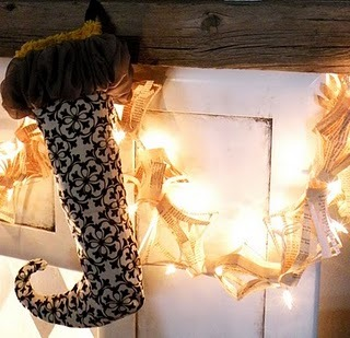 (via Vintage Revivals: DIY Faux Fireplace)
