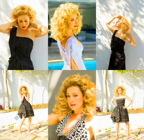 So playful. So classy. Alex Kingston, I am shamelessly in lesbians with you.