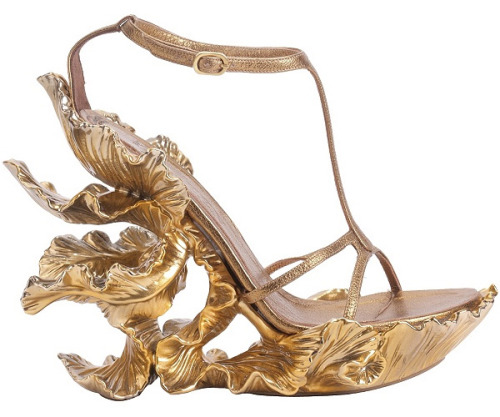 lostsplendor:  Alexander McQueen Gold Platform Sandals.  Click for Source.