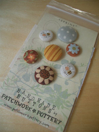 """SPRING"" fabric buttons (by PatchworkPottery)"
