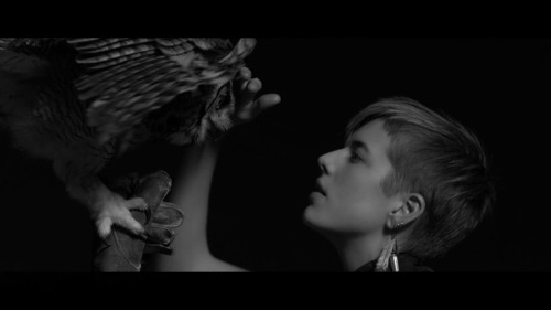 hepatita:  Agyness Deyn From WOODKID's IRON.