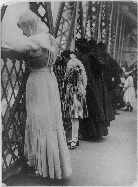 Praying on the Williamsburg Bridge, NYC Rosh Hashanah 1909 It is customary on Rosh Hashanah to pray near naturally flowing water, symbolically casting away your sins.  Sometimes pebbles or small pieces of bread are thrown.
