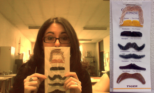 A FINE SELECTION OF MUSTACHES, I'M OFFICIALLY THE SEXYEST AND HAPPIEST GURL EVER. Many thanks to Foca, who is surely a connoisseur. Behind me, my crappy art academy.