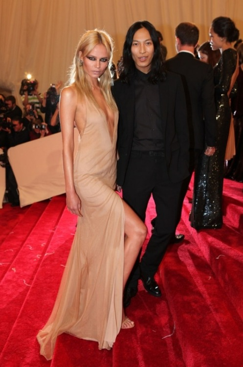 Natasha Poly at the 2011 Met Ball wearing Alexander Wang. Damn Natasha you looking hot!!!