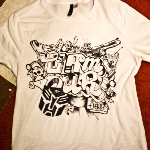 T-Shirt, Handmade with markers. *So, this is 2/3 t-shirts. I made this one for me, I hope you still like it. Next one will be posted on thursday, so stay with me! :) Close shot.