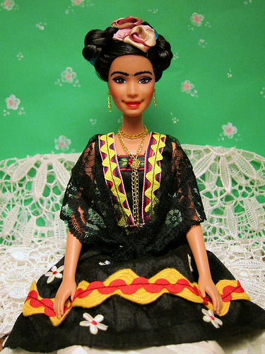 styxxaroo:  modestiaparte:  Barbie Frida Kahlo  buy me this!  Soooo need this!!!! Whaaaa
