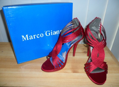 MARCO GIANNI HEELSSize: 36 (may fit 37)Colour: MaroonCondition: Brand new in box, never wornRRP: $89.99Selling for: $50 > $30
