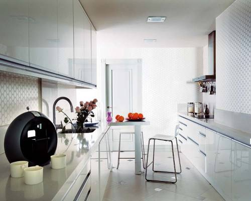 A clean and modern kitchen that is gorgeous