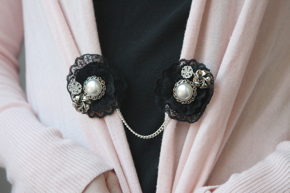 Cardigan Clip | Chic Steals Speaking of cardigan DIYs, here is a super cute cardigan clip! Hmm, I think this would bring me full circle to Nana status! Haha! Who cares, it's so cute!