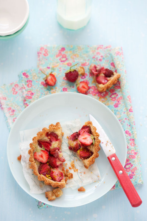 gluten-free strawberry and almond tart recipe