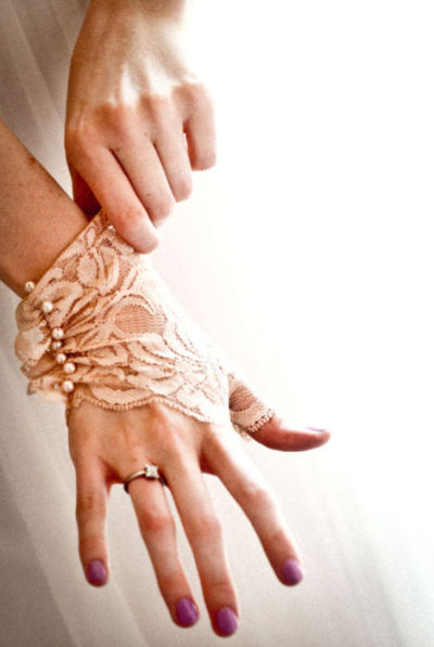 loveforweddings:  lovely lace
