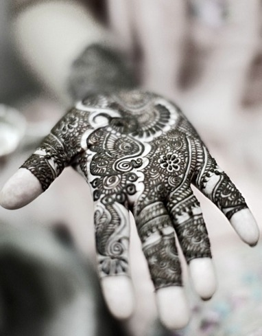 More pretty henna designs! (via indian bridal henna)