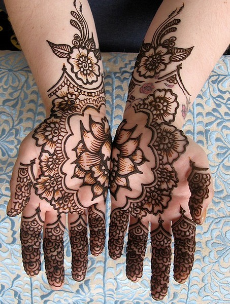 Gorgeous henna design! (via indian bridal henna)