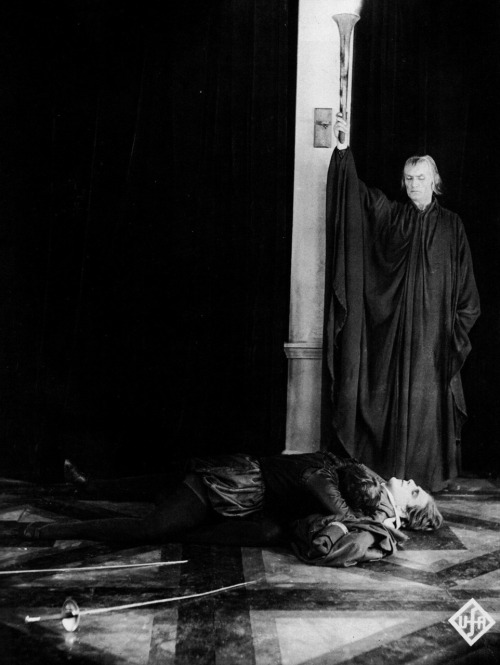 Lil Dagover, Walter Janssen, & Bernhard Goetzke as Death in Destiny (1921, dir. Fritz Lang) (via)