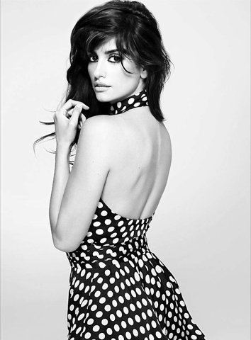 Penelope Cruz / 5'6 / approx. 103-115lbs / 16.6-18.6 BMI / Underweight-Normal Weight
