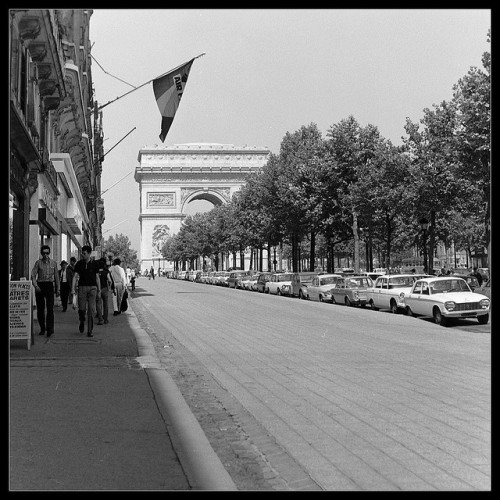 weeklyspectator:  Paris, 1960s by MATC2009 on Flickr.