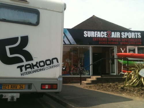The Takoon team is right now in the Surface 2 air store…. poor wind today might be a little seabreeze this afternoon or some cable action !!