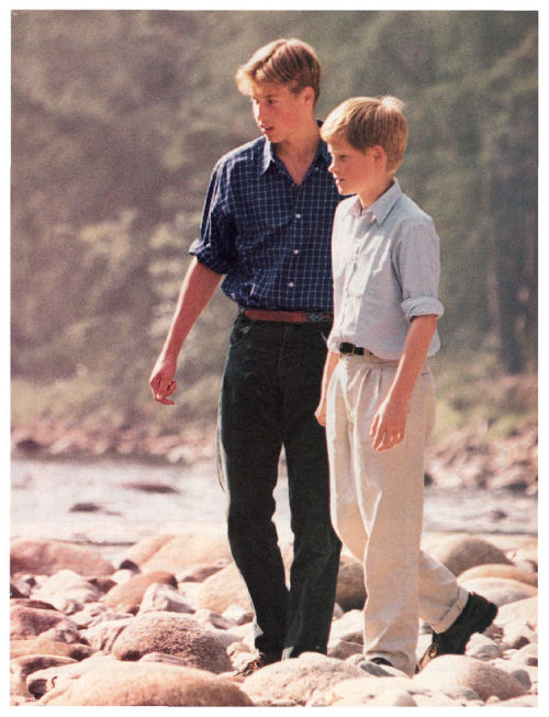 yourroyal-highness:  Teenage Prince William and Prince Harry ❤