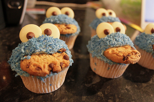 jumpingcrazybanana:  Koki Monster Cupcakes :D