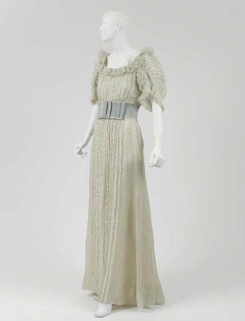 omgthatdress:  Coco Chanel evening dress ca. 1937 via The Costume Institute of the Metropolitan Museum of Art