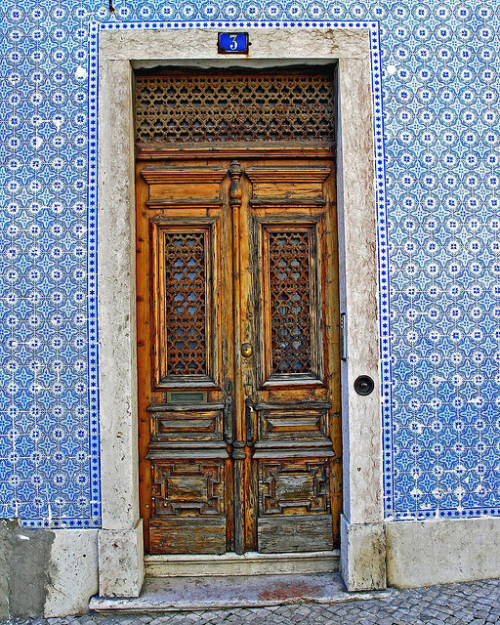 door in Rua das Chagas