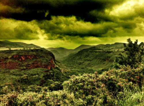 Green Canyon - Waimea Canyon, Kauai, Hawaii,  Photo by: Cam Standish. Edited by: Cam Standish