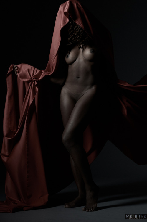 Dark Goddess Lovely physique artistically presented.