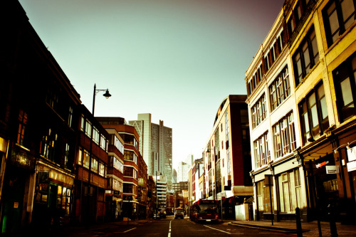 Curtain road, one of my favorite roads around shoreditch, took it while stumbling home in the morning