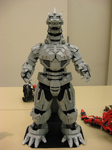 Mechagodzilla in lego  (by Lonnon Foster)