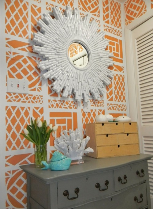 theaestate:  Hand-painted Trellis pattern walls DIY on gorgeousshinythings.blogspot.com