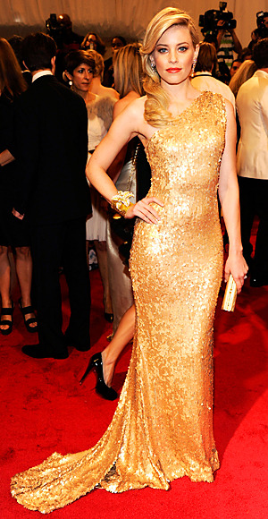 Elizabeth Banks was glowing at the Met Gala! I love it! Find out the inspiration for her look!