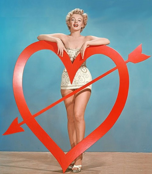 maliciousglamour:  Marilyn Monroe, circa 1951-52Photographer: Art Adams (via cheross)