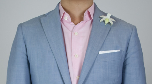 Corneliani sportcoatKent Wang pink herringbone shirtKent Wang cotton pocket squareOrchid I have recently been buying flowers for my apartment, so as a  consequence I now have a steady supply of flowers for my lapel. If I  don't, I'll pick one out from the apartment complex grounds. I endeavor  to always wear a lapel flower. In the 1920s, this was the norm.