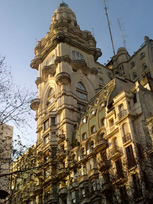 spauloetc:  Palacio Barolo, Buenos Aires. You could walk past this magnificent building on Avenida de Mayo and barely notice it, unless you craned your neck.