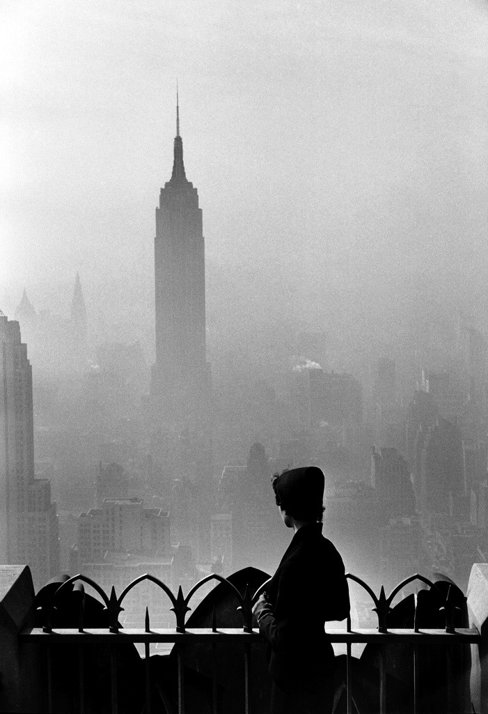 luzfosca:  Elliott Erwitt New York City, 1955 [via Everyday_I_Show] Thanks to liquidnight