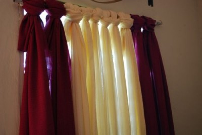 Easy Peasy No Sew Curtain -quick and easy, yet beautiful!! :)) tutorial here.